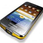 Samsung presenta su nuevo smartphone Galaxy Beam con pico proyector integrado.