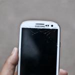 El Samsung Galaxy S III es un buen teléfono, pero no lo dejes caer bajo ningún concepto