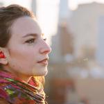 Pilot es un auricular que te traduce las conversaciones en cualquier idioma en tiempo real